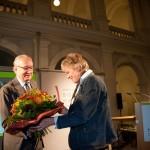 Moderator Joachim Kersten und Preisträgerin Maike Bruhns